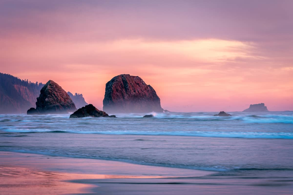 Headlands & Beaches: 25 Stunning Hikes on the Oregon Coast