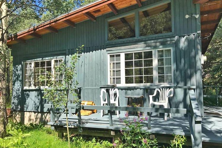 Quiet Creekside Mountain Cabin