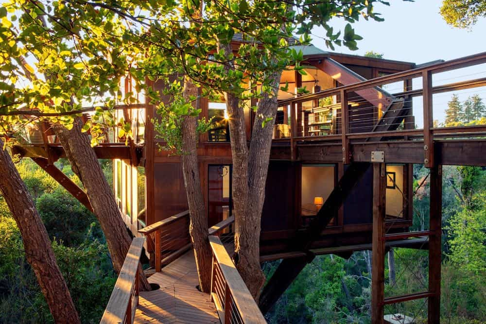 Ocean view treehouse vacation rental in California