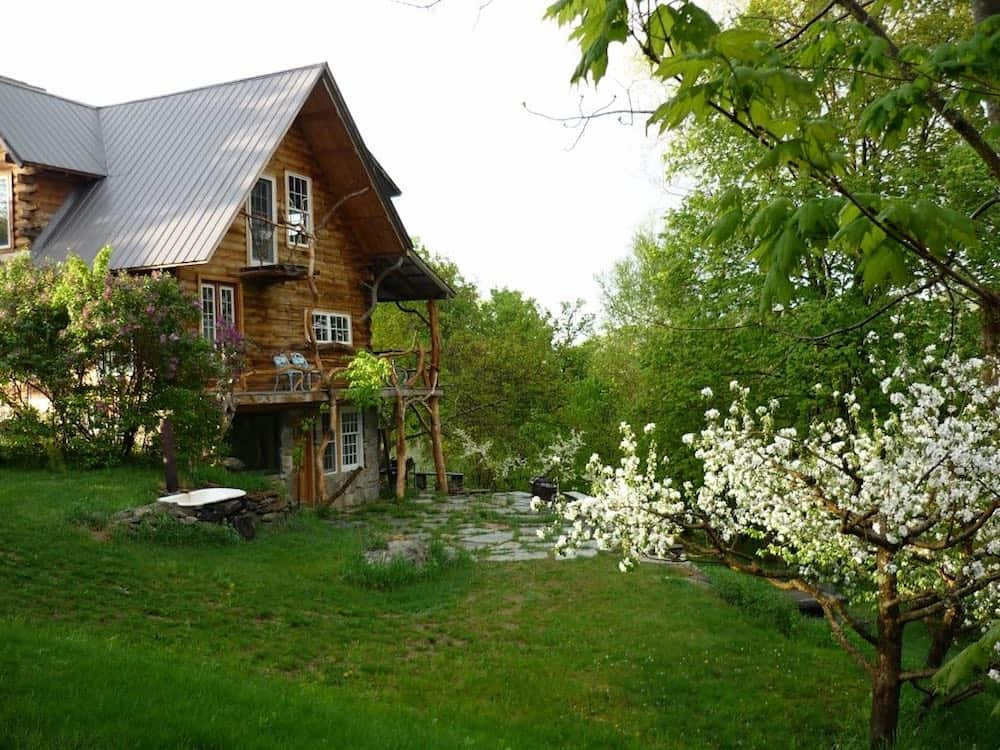 Hickory Ridge Lodge Cabin in Vermont