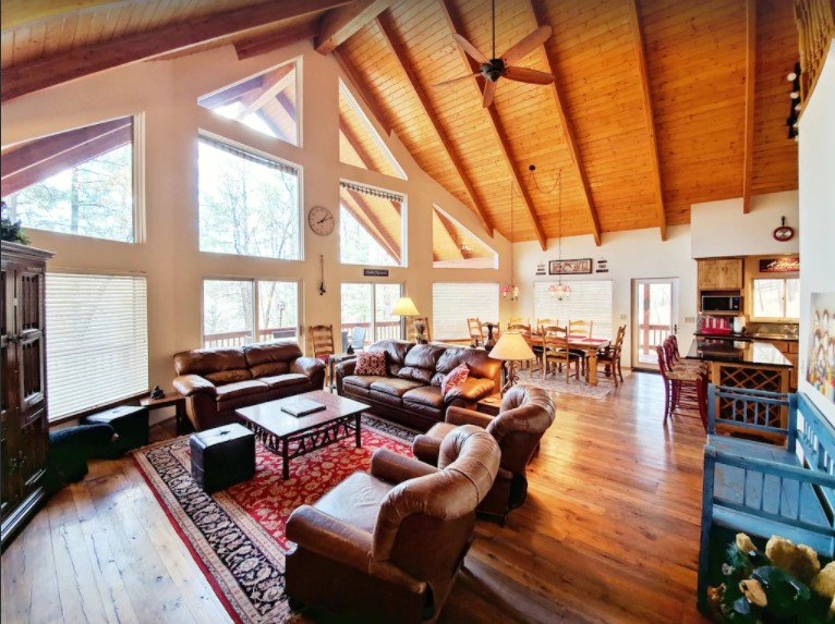 A Pinetop cabin rental offering two acres of private land