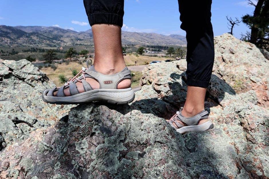 astoria west womens sandal