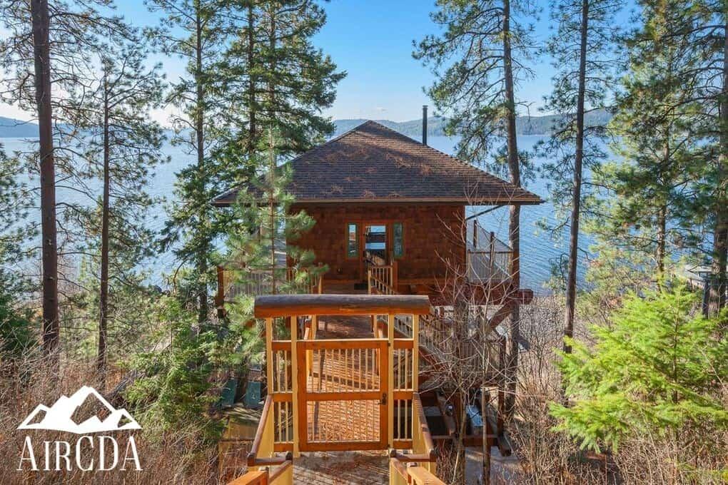 Lake Coeur d`Alene Tree House Camp