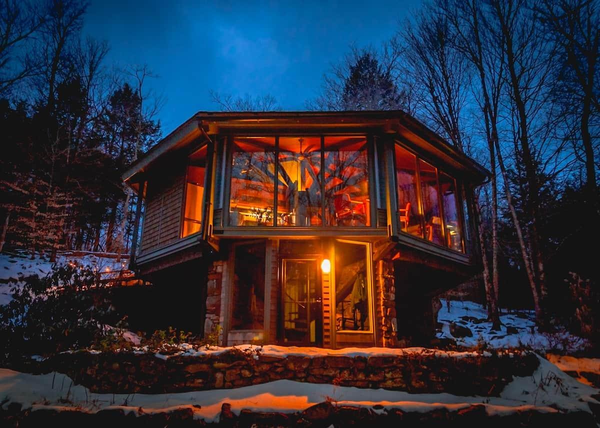 Octagonal Glass Treehouse MA