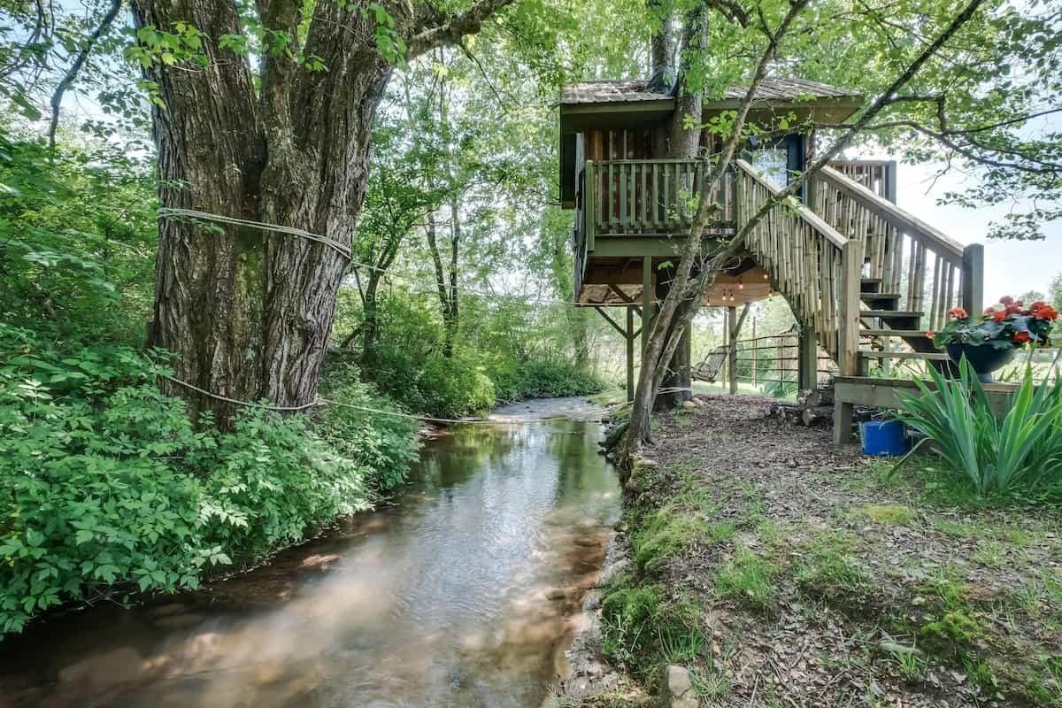 creekside north carolina treehouse rental