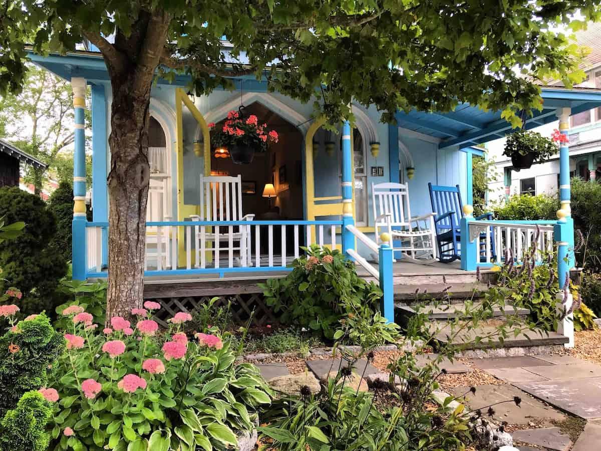 marthas vineyard oak bluffs gingerbread house airbnb