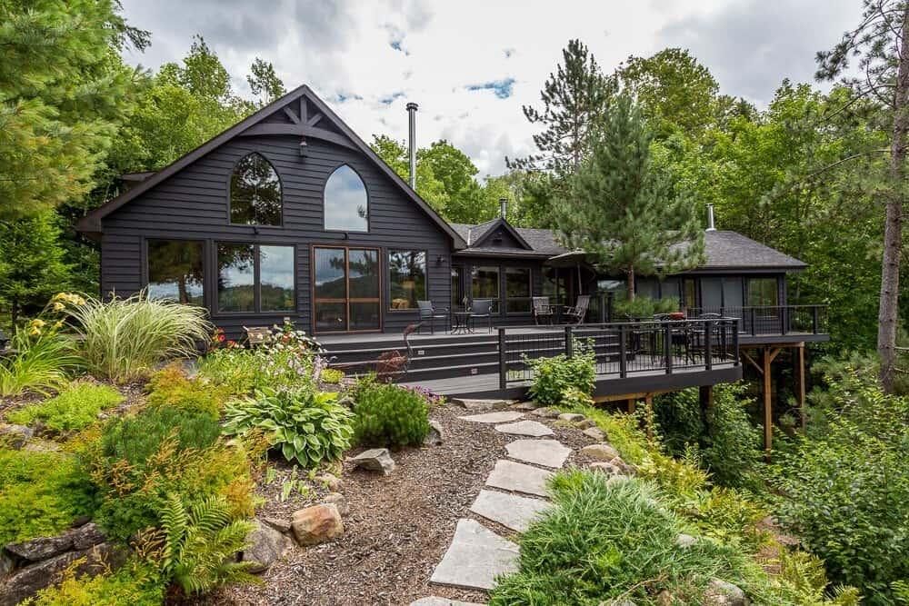 Muskoka lakefront cabin