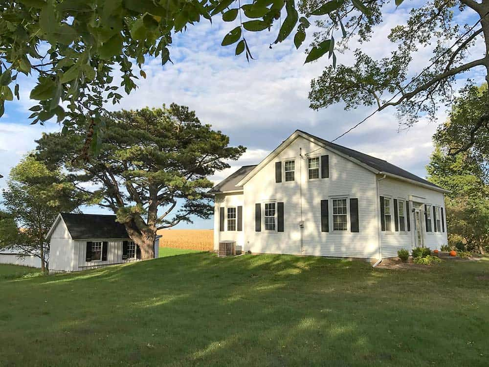 farm cottage airbnb iowa