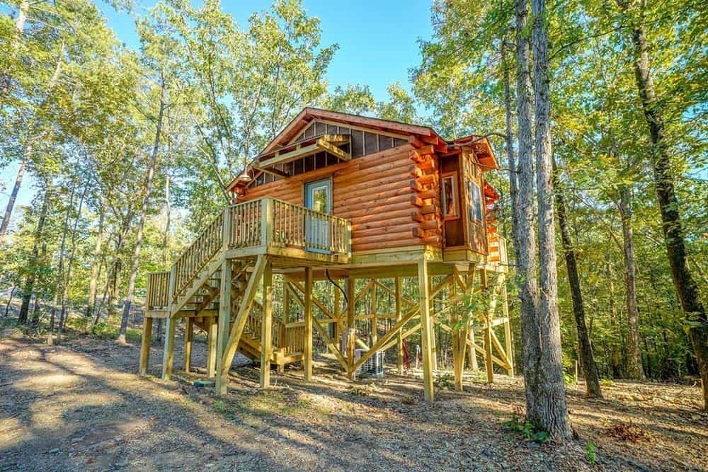 treehouse airbnb arkansas