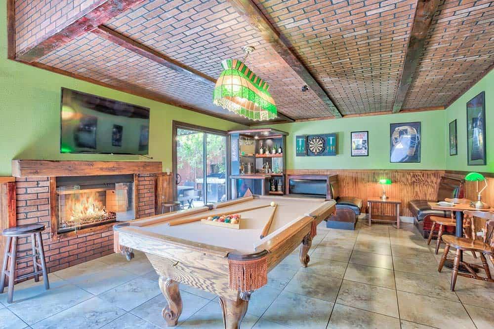 pool table airbnb las vegas