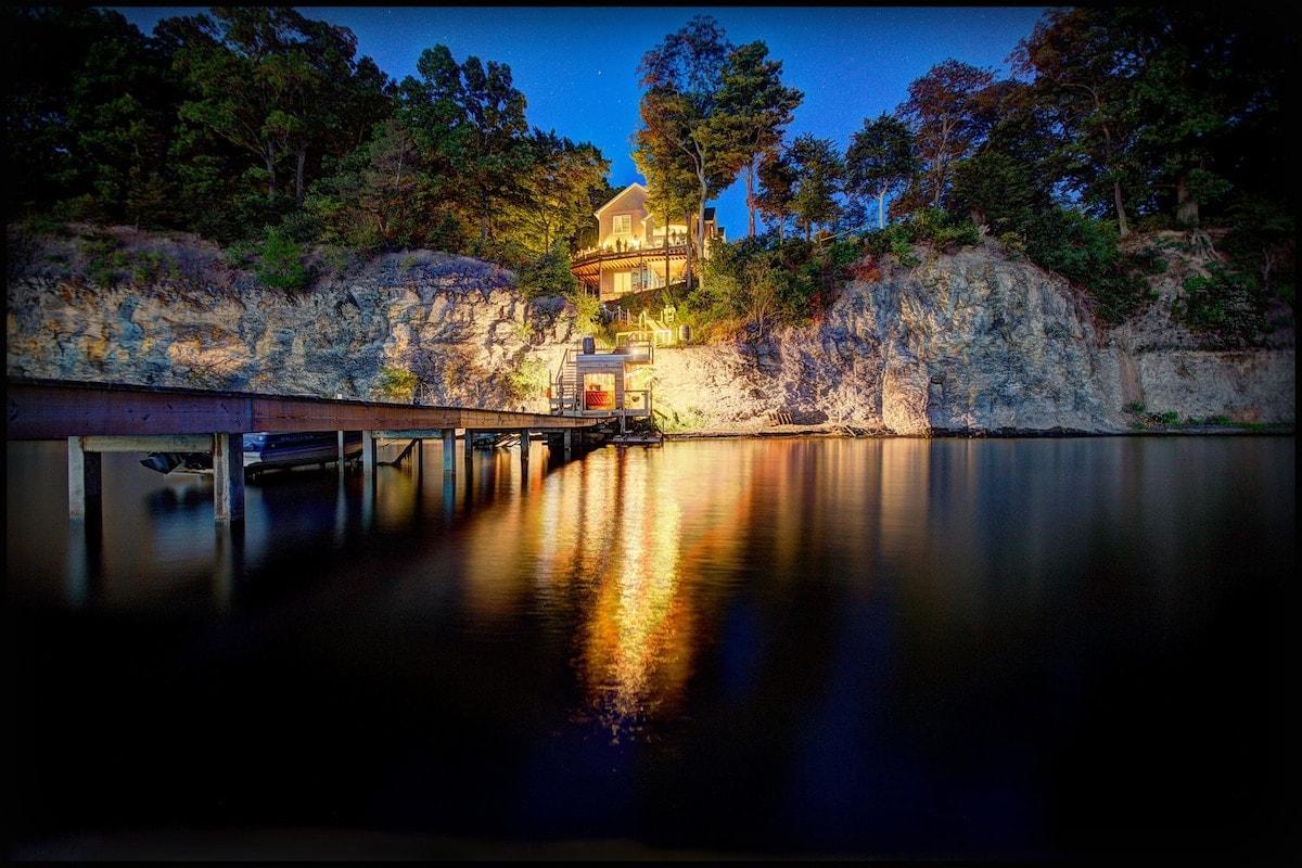 Locke's Glen Lakefront House airbnb