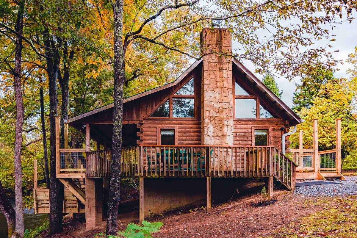 Secluded Little Pigeon River Cabin