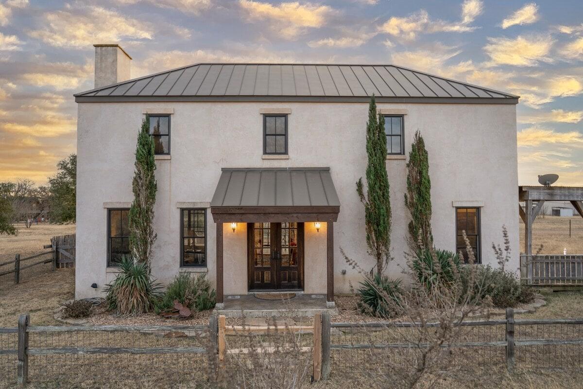 The Villa fredericksburg airbnb
