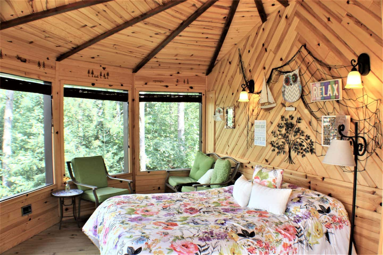 Tree House Glamping Lake