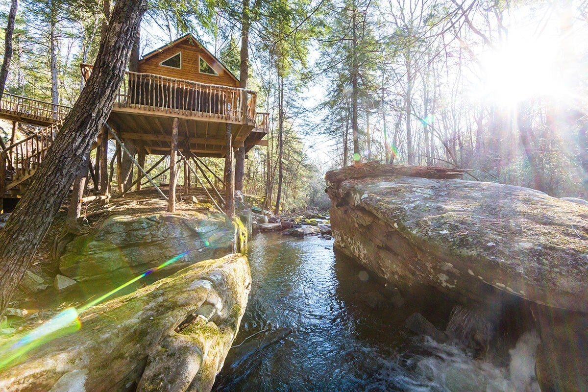 secluded treehouse cabin tennessee