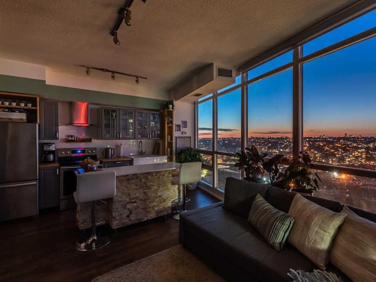 toronto airbnb condo