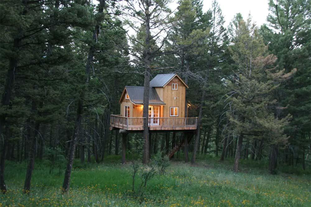 papas treehouse airbnb bozeman