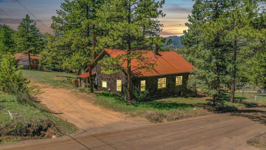 1906 Vintage Cabin on1.5 Acres