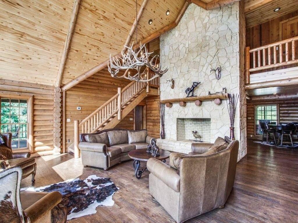 Grand Luxurious Lodge at Cedar Cove Ranch