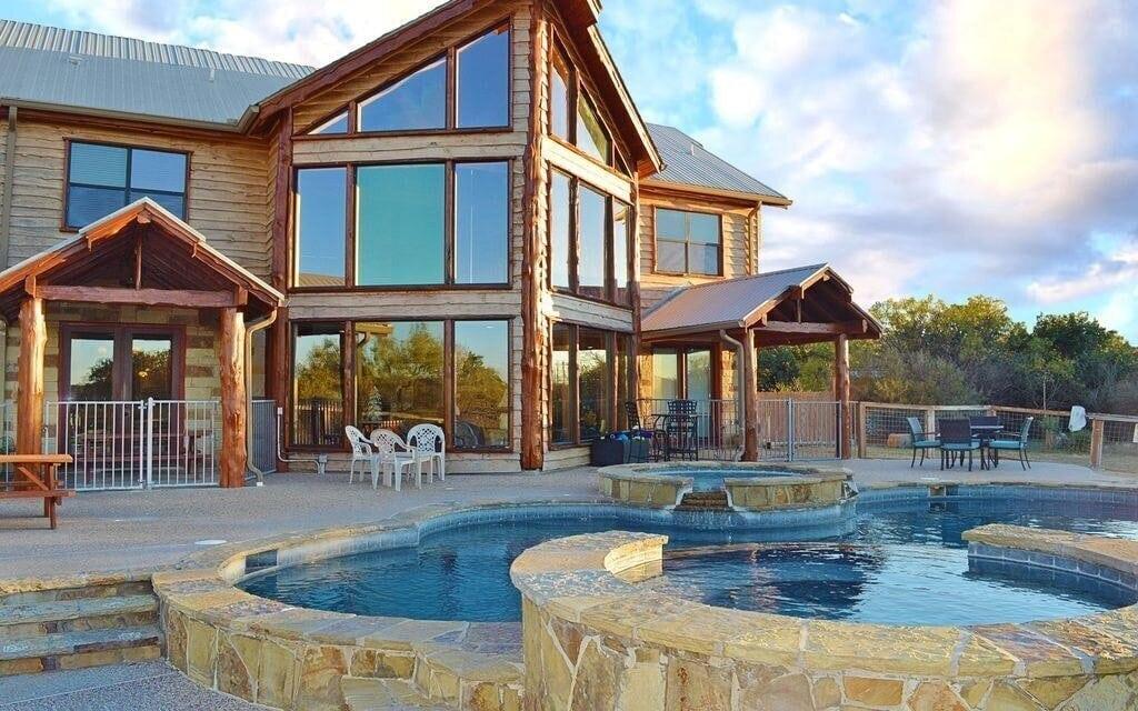 Leanin K luxury cabin texas