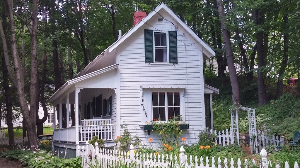 Plymouth's Historic 1920 Doll House