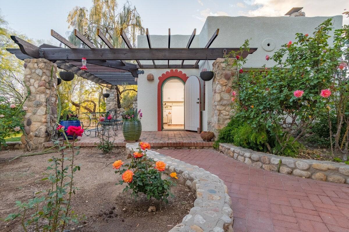 Private Cottage on 20 Acre Estate