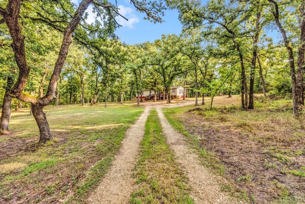 secluded cabin on 40 acres near lake texoma