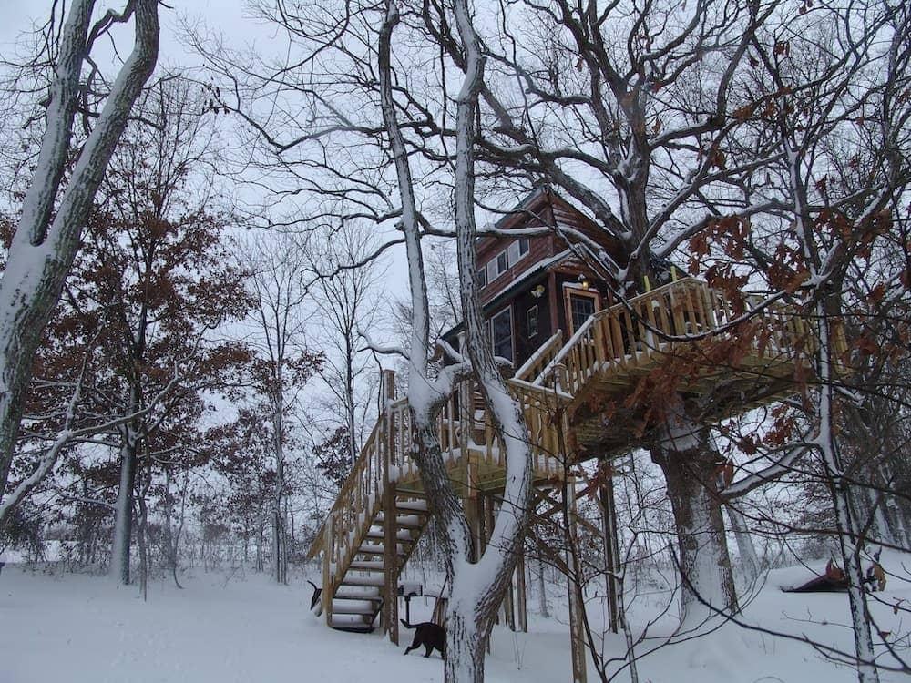 white oak treehouse Illinois glamping