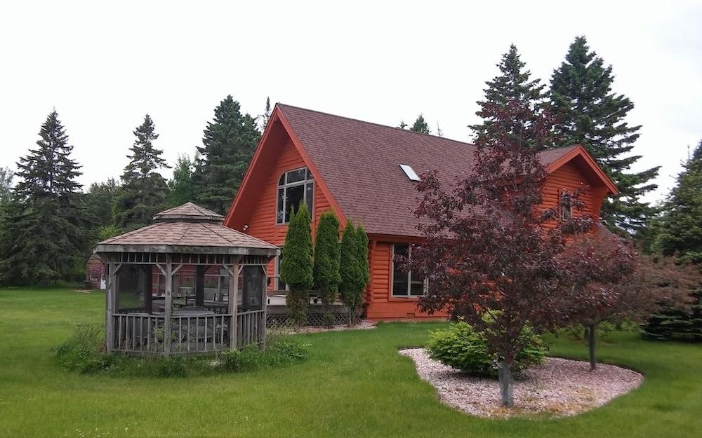 majestic log home Michigan cabin