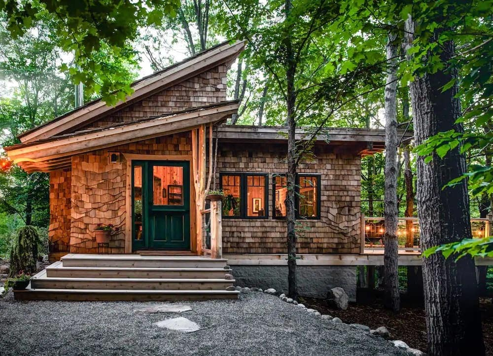 the snug Michigan cabin
