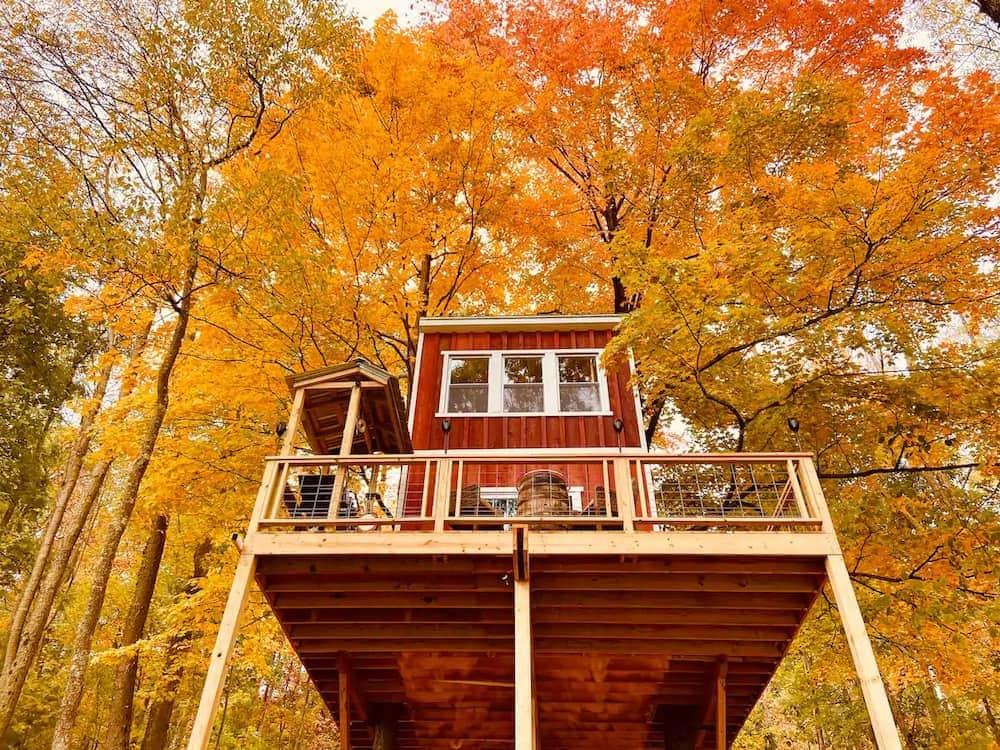 magical treetop hideaway pennsylvania glamping
