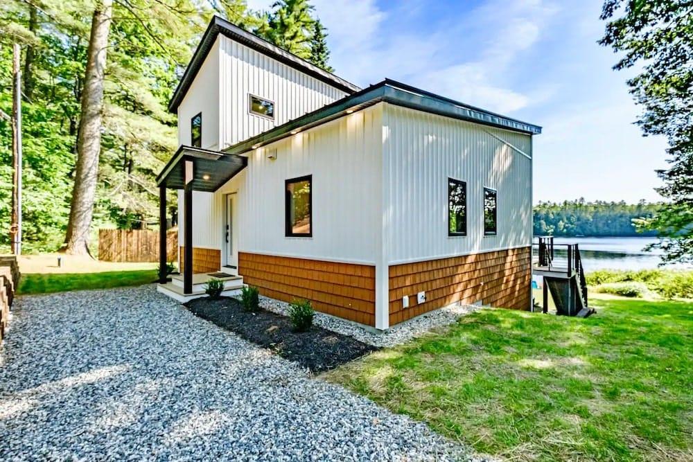 modern Lakehouse airbnb