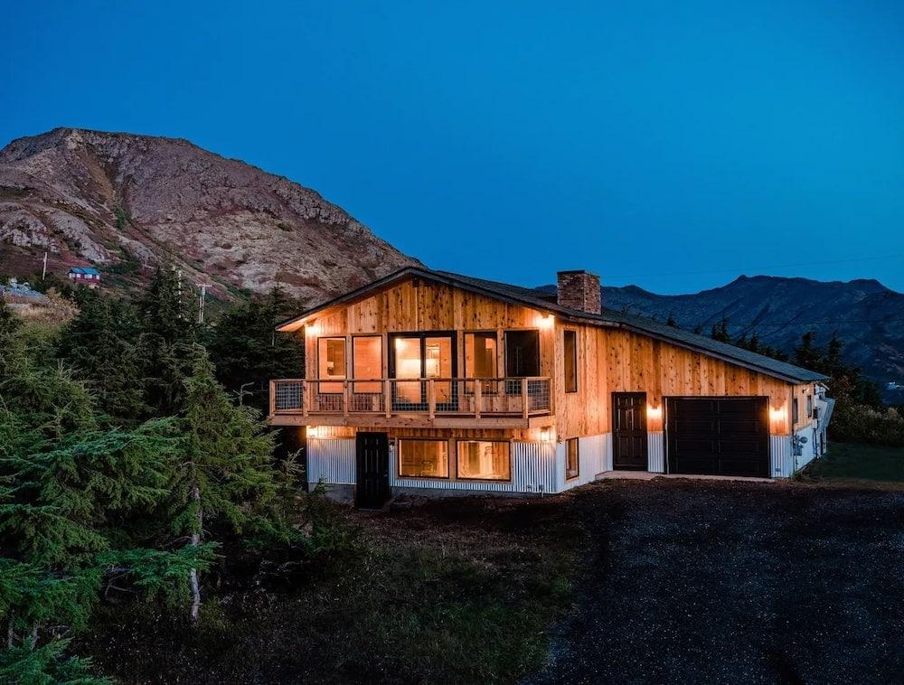 hemlock mountain house airbnb