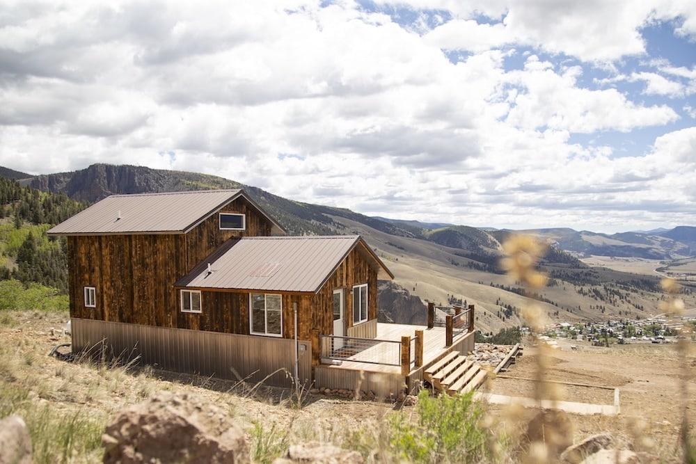 mountainside Creede cabin colorado hot tub