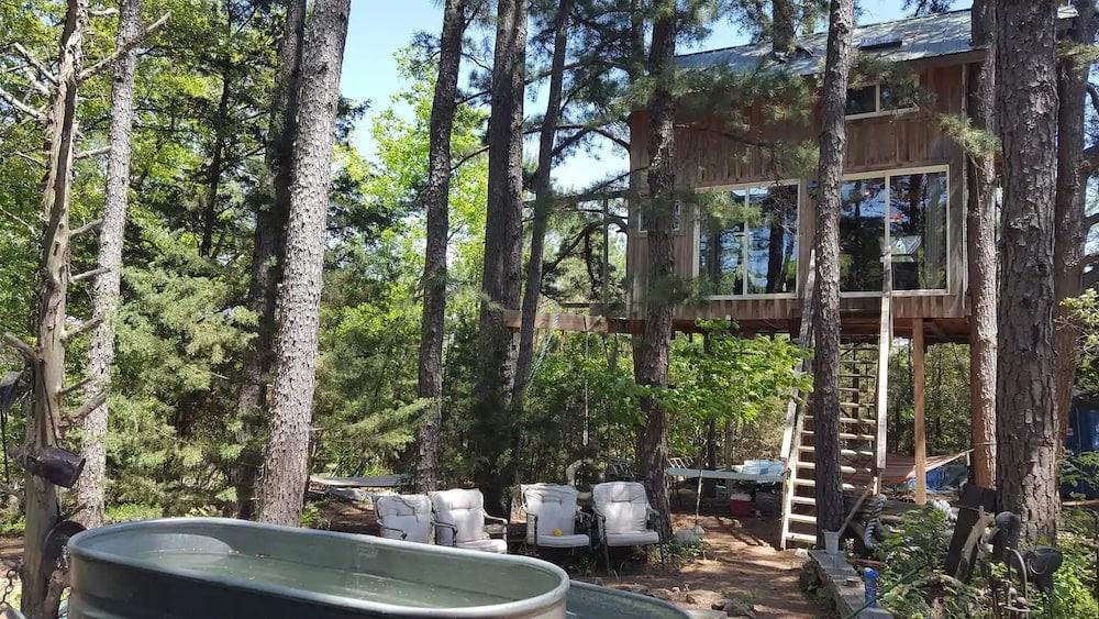 The Barnyard Treehouse Missouri