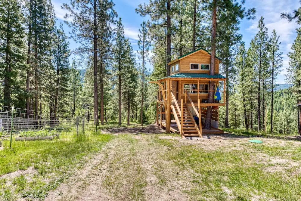 Cozy Backcountry Treehouse Montana