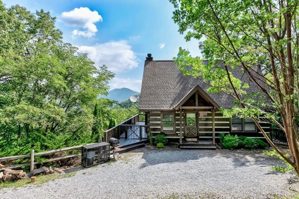 secluded log cabin with views Tennessee