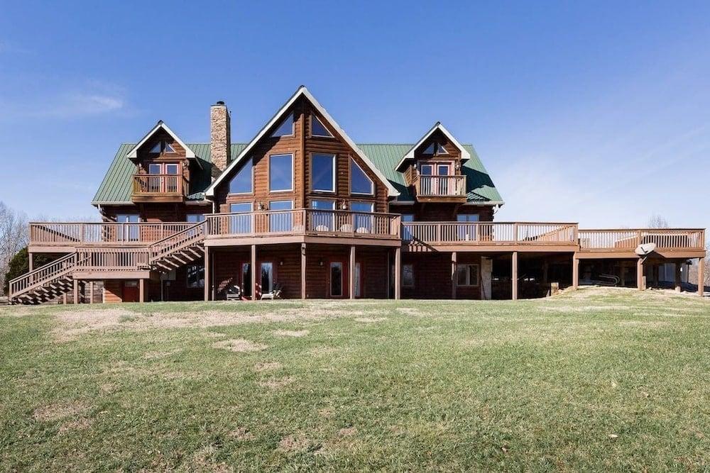 luxury log house Tennessee