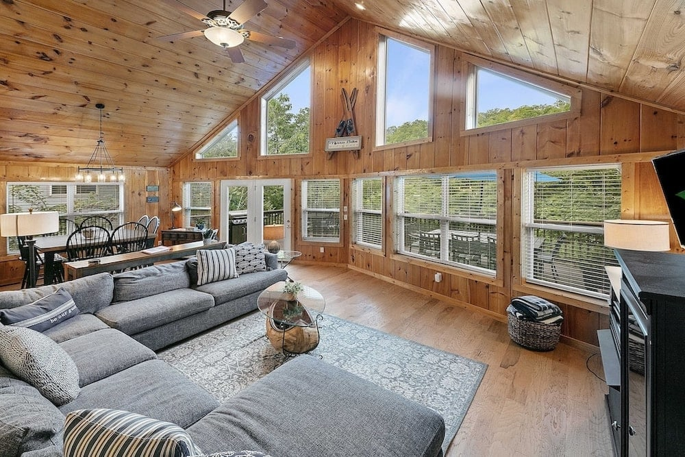 waters edge lakefront cabin Tennessee