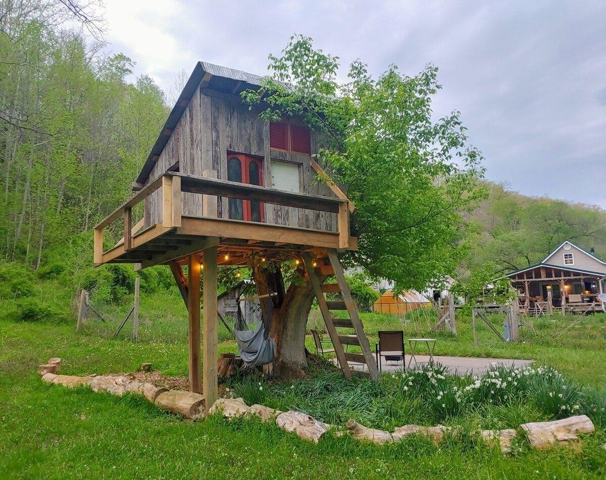 west virginia Farm Treehouse