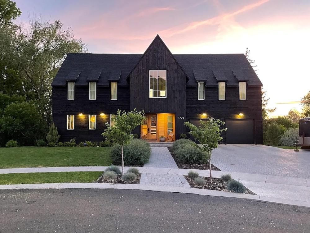 Black House Guest Suite