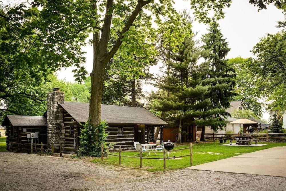 Peaceful Log Cabin Illinois