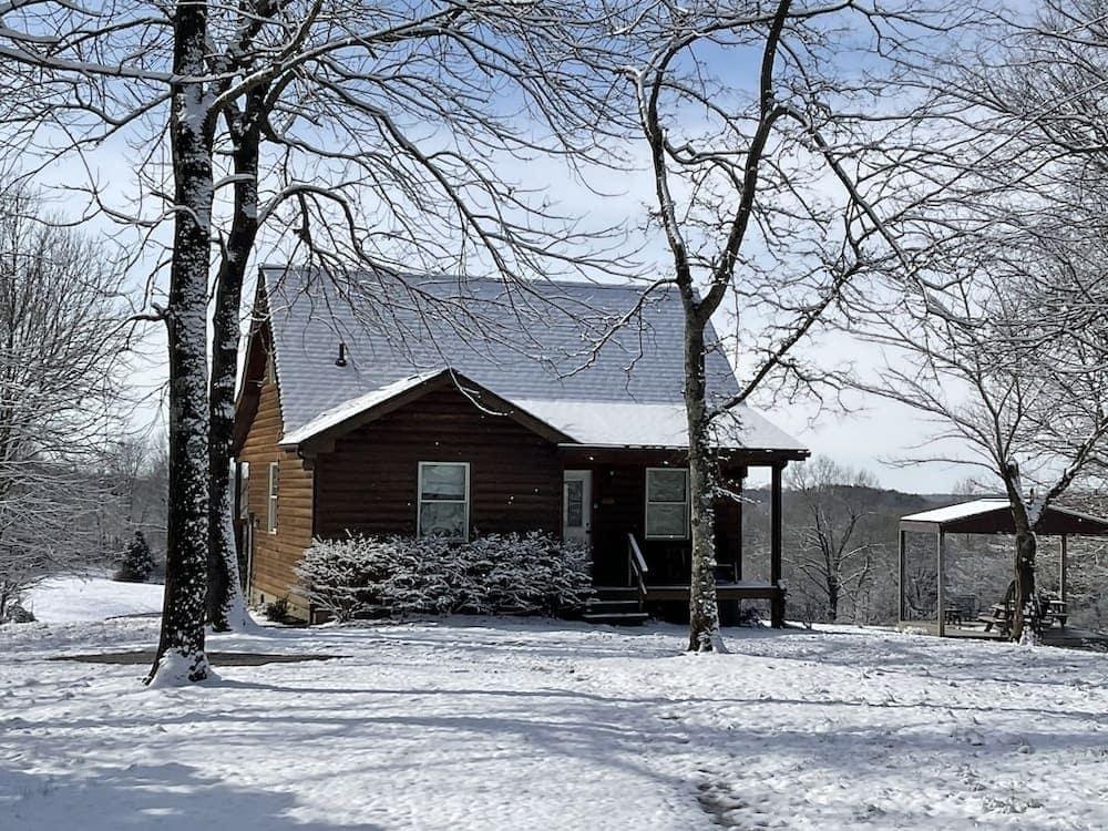 Whispering Oak Hideaway Illinois