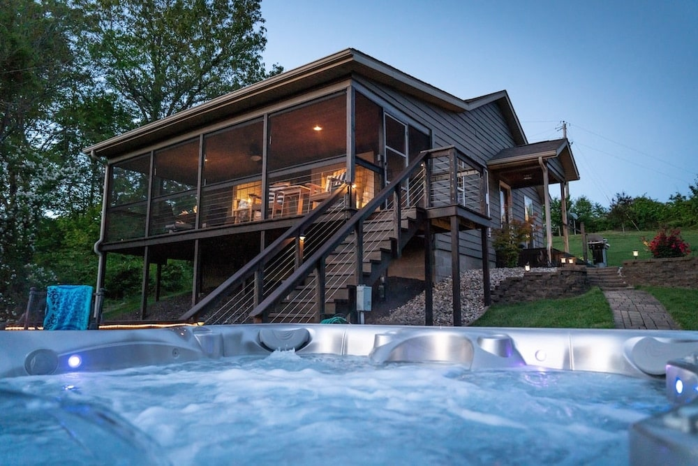 Doc's Lakeside Cabin Illinois