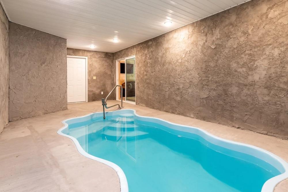 Pigeon Forge Cabin indoor pools