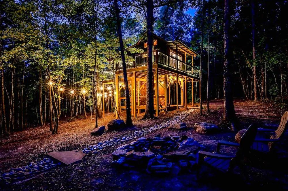 The Bella Luna Romantic Mountain Treehouse South Carolina