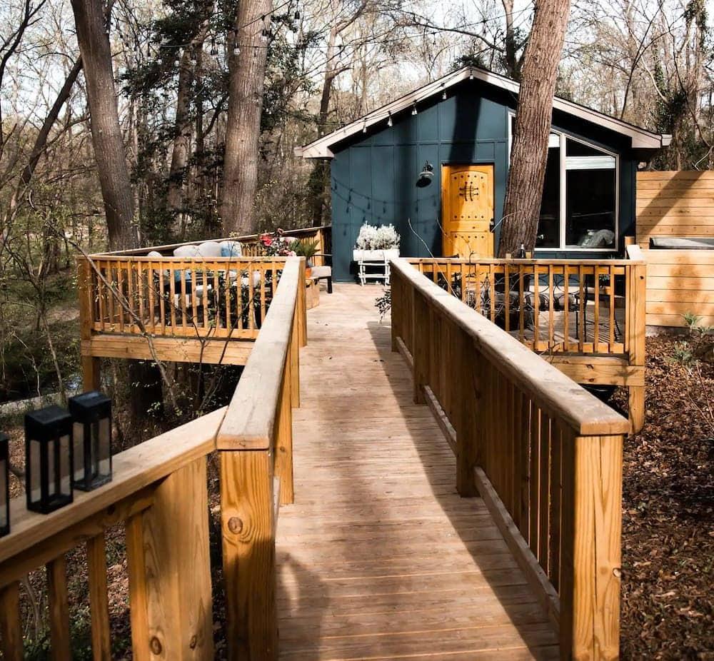 Mid-Century Modern Treehouse South Carolina