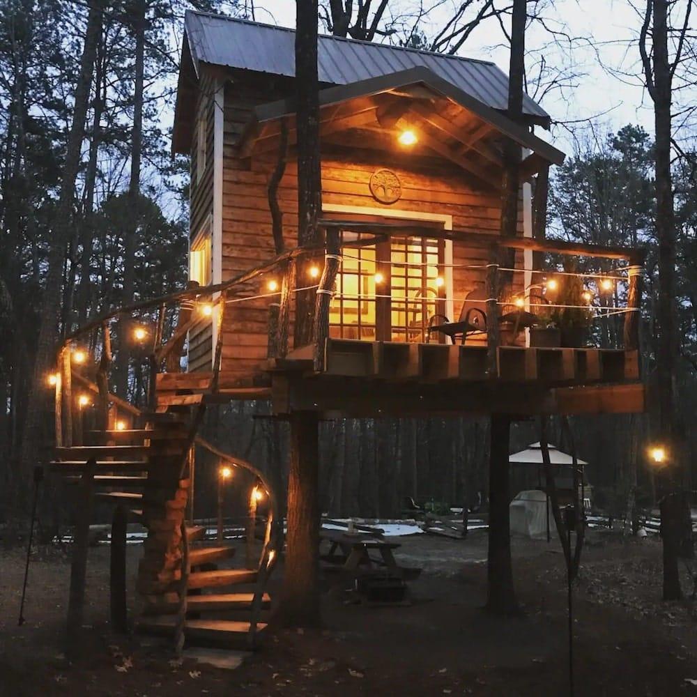 The Lost Treehouse of Lake Jocassee South Carolina