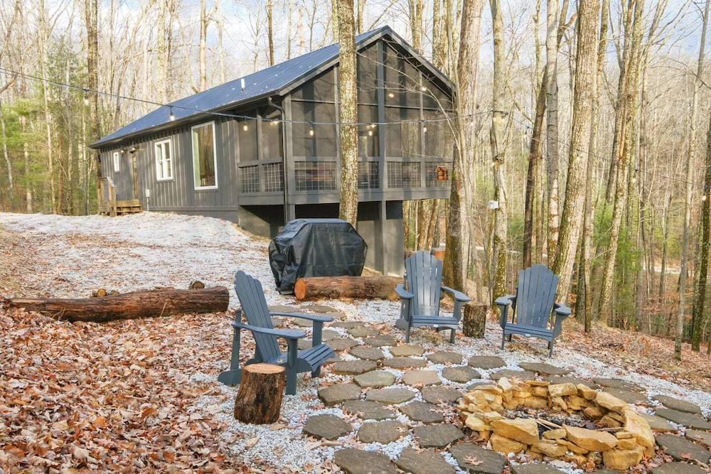 Honeysuckle Bridge Family Cabin